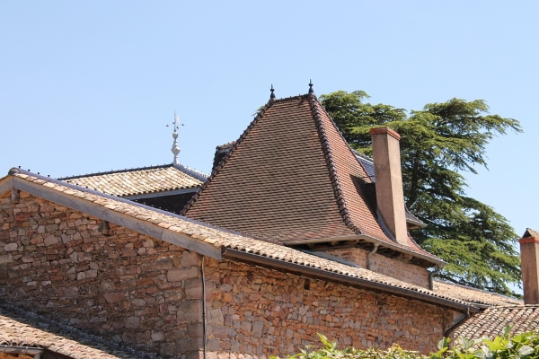 advantages of clay roof tiles